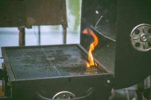 grill med eld foto