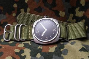 skarpt realistiskt foto av vintage militära armbandsur