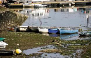 båtar i hamnen foto