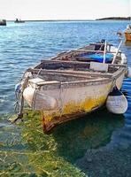 gammal träfiskebåt foto