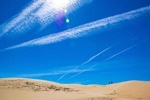 två spår två spår två personer två sanddyner två av allt foto