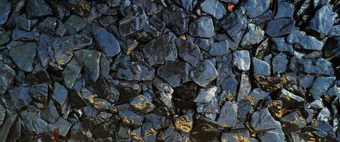 de våta stenarna och bakgrunden för stenstrukturmönster foto