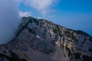 berg och moln foto