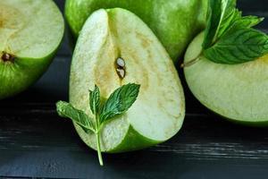 begreppet hälsosamt äta färska äpplen foto