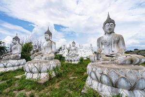vit buddha i Thailand foto