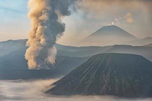 aktiv bromo vulkan i östra java indonesia foto