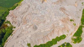 antenn ovanifrån mönster yta på jorden som lämnas av vatten foto