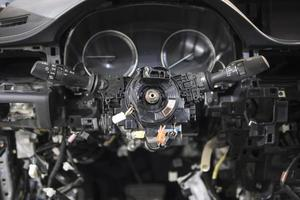 demontering av bilens bilelektriker foto