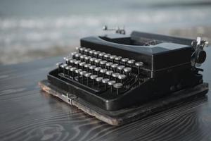 skrivmaskin på bakgrunden av havet tapet foto