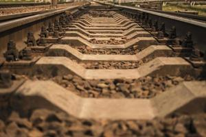rails en järnväg som går i fjärran foto