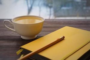 tekopp skissbok och penna foto