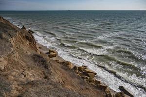 klippvy över havet foto