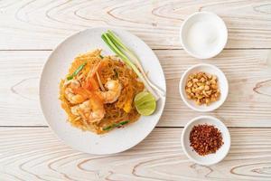 vermicelli pad thai eller thai stir stekt vermicelli med räkor foto