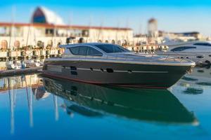 hamn med båtparkering foto
