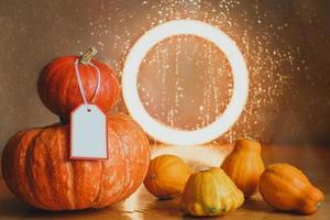 höstens sammansättning av pumpor och squash foto