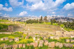 oval forum och cardo maximus på jerash jordan foto