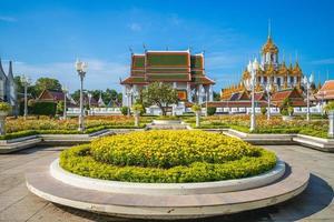 wat ratchanatdaram loha prasat tempel i bangkok i thailand foto