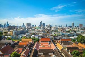 skyline av bangkok, utsikt från wat saket, thailand foto