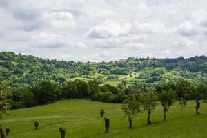 utsikt över gröna kullar foto