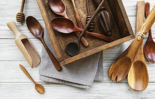 träbestick köksutrustning foto