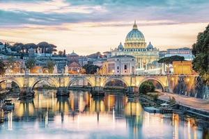 staden Rom vid solnedgången foto