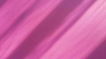 diagonala skuggor på pastellrosa papper. abstrakt backgorund. stock foto. foto