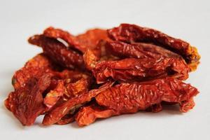 torkad röd tomatförrätt foto