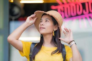 asiatiska kvinnor, asiatiska turister foto