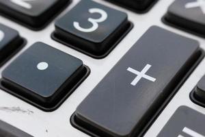 närbild miniräknare och makro miniräknare med nummer foto