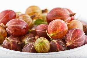 krusbär råa frukter från bioträdgårds sommarsmak foto