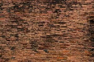 tegel, bakgrund, gammal tegelvägg, gammal konsistens av röda stenblock närbild foto