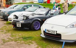 Southport, England, Storbritannien, 09 september 2017 - personer som tittar på bilar på Lancashire Car Show foto