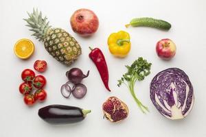 grönsaker och frukt arrangemang foto