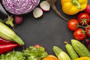 ovanifrån grönsaker med kopia utrymme foto