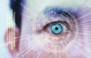 mänskligt öga och högteknologiskt koncept, screening av big data och digital transformationsteknikstrategi, digitalisering av affärsprocesser och data foto
