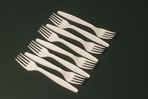 gaffelarrangemang med hög vinkel på bordet foto
