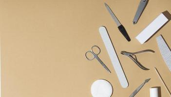 platt låg stilleben arrangemang nagelvårdsprodukter foto