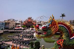 draken och tigerpagoden i Kaohsiung foto