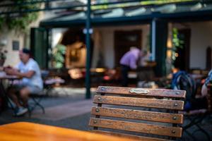 stol på ett kafé i Ruedesheim foto