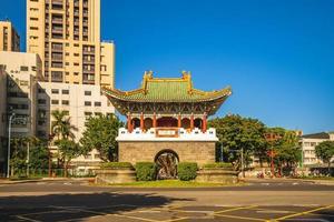sekundära södra porten, aka chongxi gate, i den gamla staden Taipei. foto