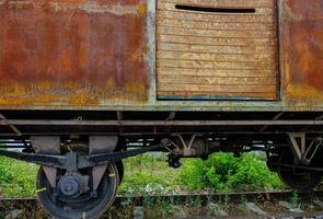 gammal rostig tågvagn foto