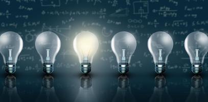 upplyst glödlampa i rad foto