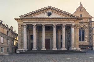 fasad av saint peters katedral i Genève, Schweiz foto