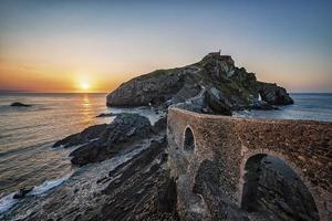 San Juan de Gaztelugatxe i Baskien foto