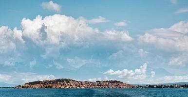 city ohrid och lake ohrid på sommaren. södra Makedonien. foto
