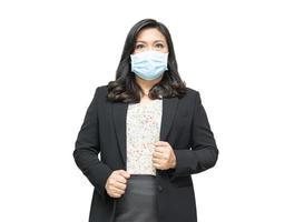asiatisk dam som bär mask ny normal på kontoret för att skydda säkerhetsinfektion covid-19 coronavirus med kopieringsutrymme. foto
