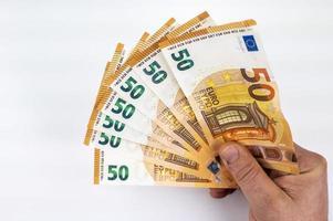 manens hand med 50 euro fläkt foto