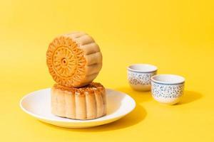 kinesisk månekaka på tallriken foto