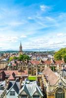 hög vinkel syn på high street i oxford city, Storbritannien foto