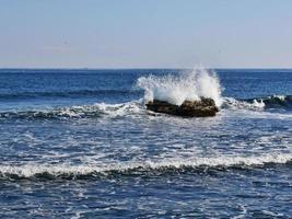 stenar i havet. sokcho stad. Sydkorea foto